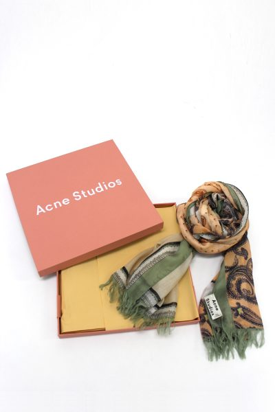 Acne Studios 【40%OFF】ペイズリープリント×ロゴストール