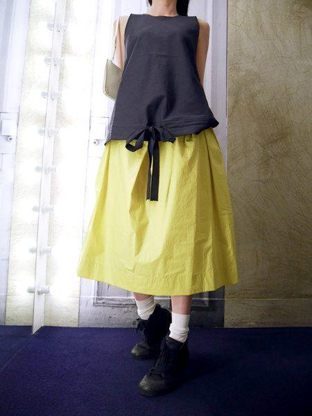 SARA LANZI 【40%OFF】裾しぼりバックVネックノースリーブトップス