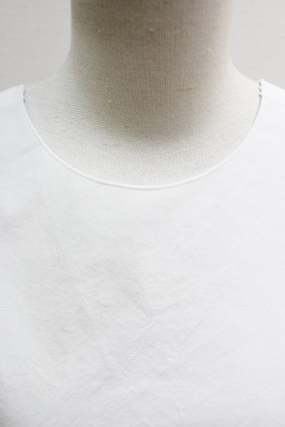 SARA LANZI 【40%OFF】アシンメトリーサイドリボンノースリーブトップス