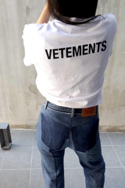 VETEMENTS バックロゴベーシックTシャツ