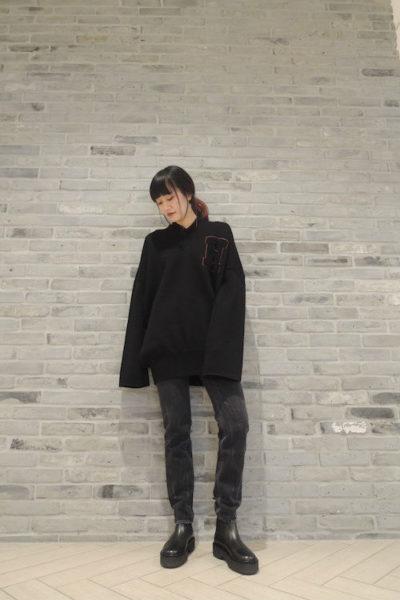 HACHE 【40%OFF】HロゴワッペンVネックBIGニット
