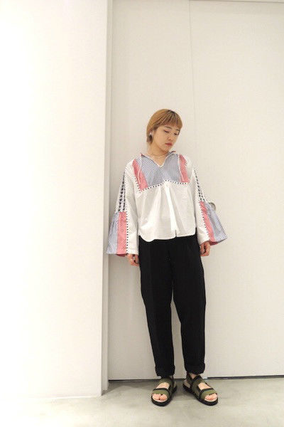 QUEENE and BELLE 【 50%OFF】切替ストライプ×刺繍ブラウス【18SS】