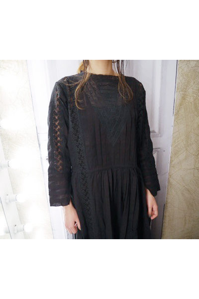 QUEENE and BELLE 【TIME SALE - 70%OFF】レース×タック長袖ロングワンピース