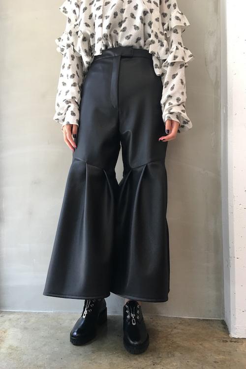 Lautashi 【40%OFF】エフェクトレザー裾フレアーパンツ【18AW】