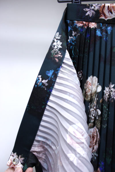JOHN LAWRENCE SULLIVAN 【NEW YEAR SALE - 40%OFF (12/30〜)】花柄アシンメトリーレイヤードプリーツスカート【18AW】