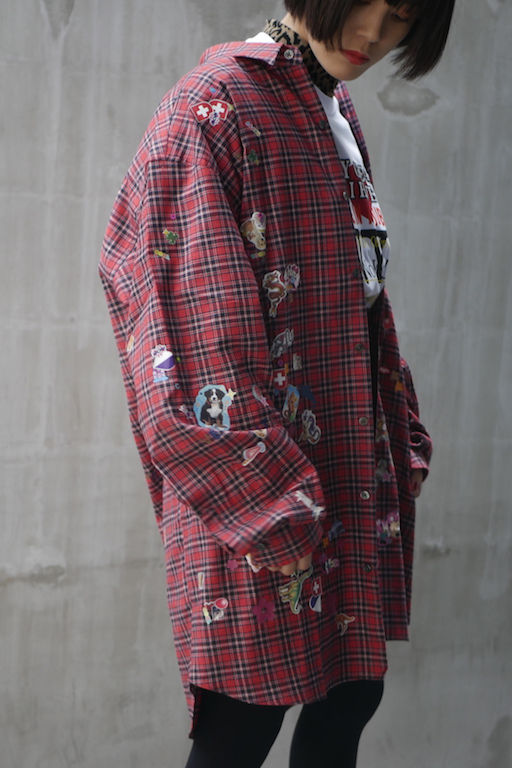 VETEMENTS 【40%OFF】ステッカーシャツ【18AW】