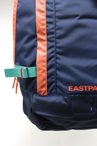 EASTPAK マルチカラーパイピングリュック