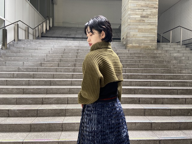 STAND ALONE ショート丈タートルネックニット【20AW】