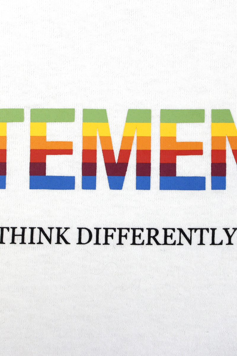 VETEMENTS THINK DIFFERENTLY ロゴTシャツ 【21SS】