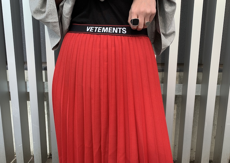 VETEMENTS ウエストロゴプリーツスカート