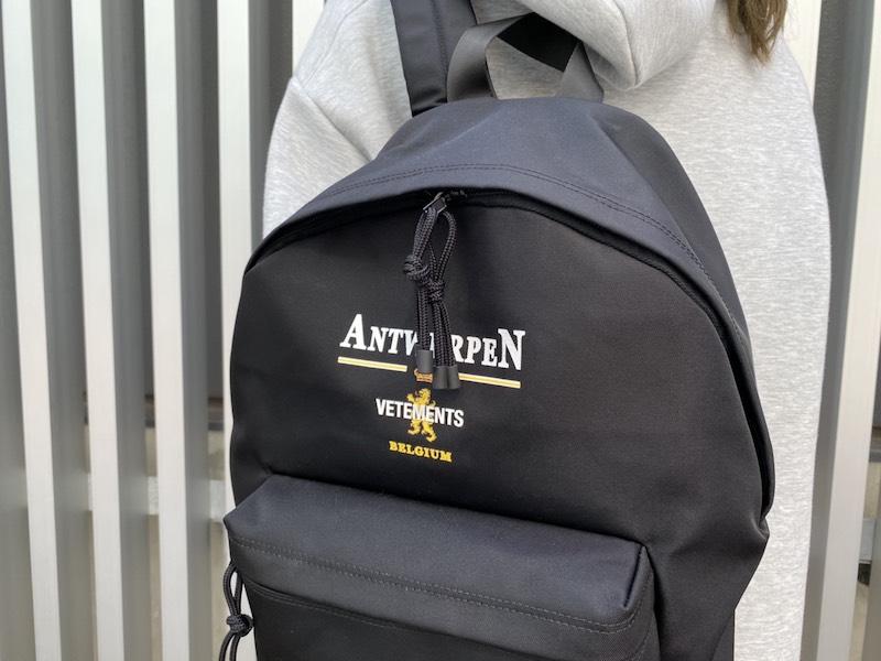 VETEMENTS ANTWERPロゴバッグパック