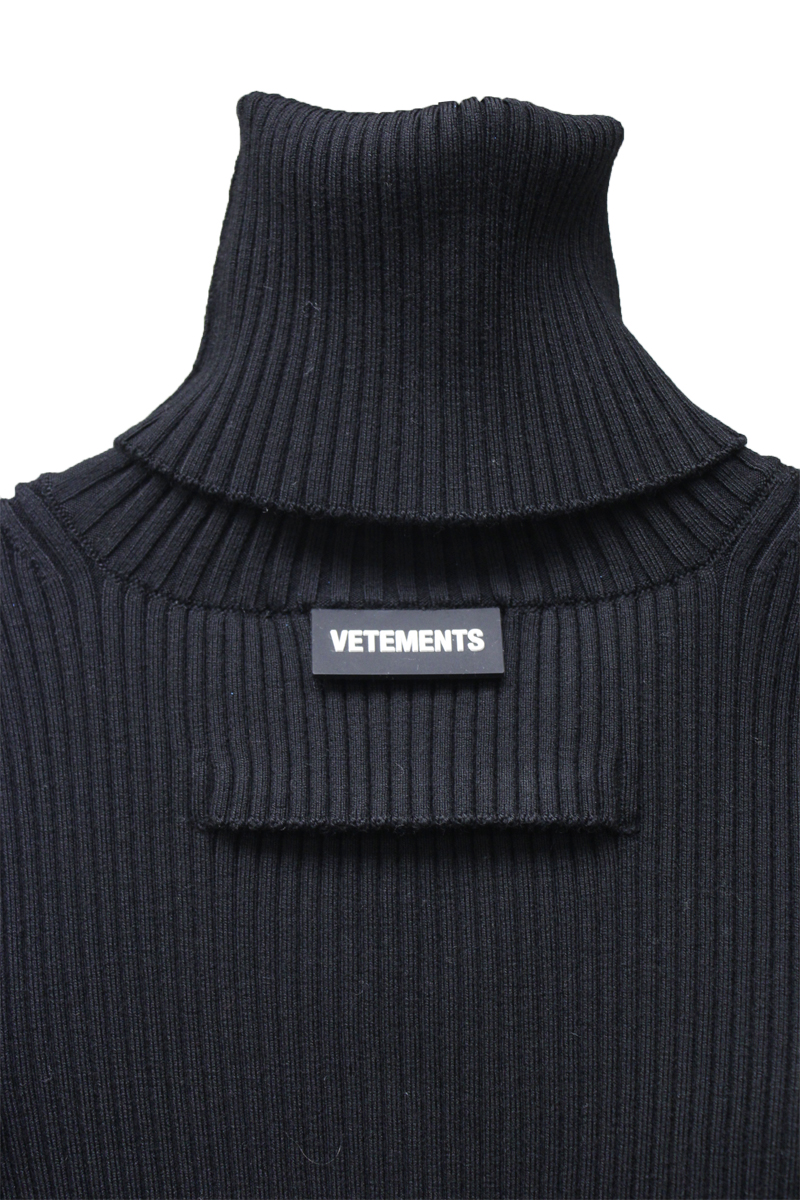 VETEMENTS FITTED タートルネックニット【21AW】